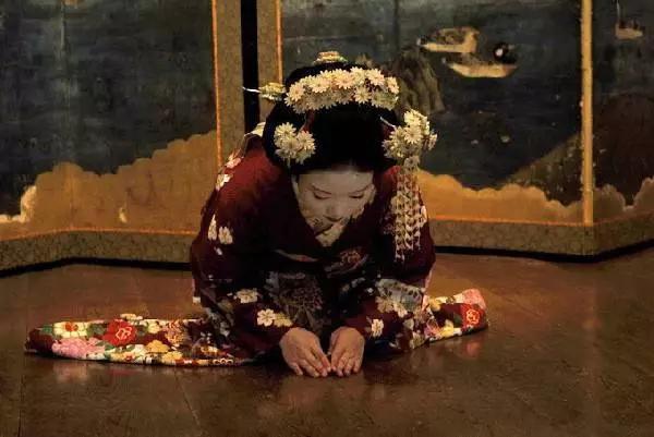 《日本艺妓的脸为啥这么白?》