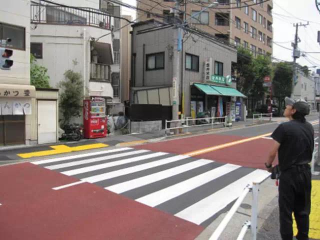 《日本人如何通过过马路,来表达文明?》