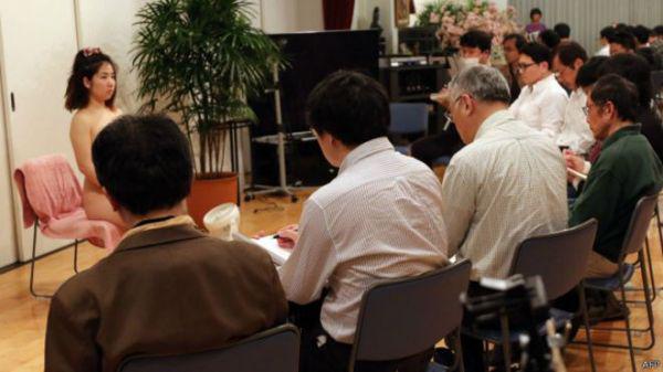 《日本30多岁无性经验者大增 办