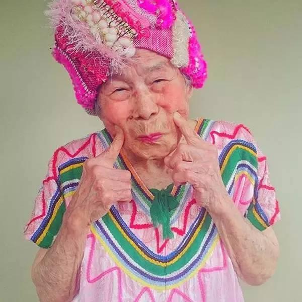 《93岁的日本老奶奶还在卖萌》