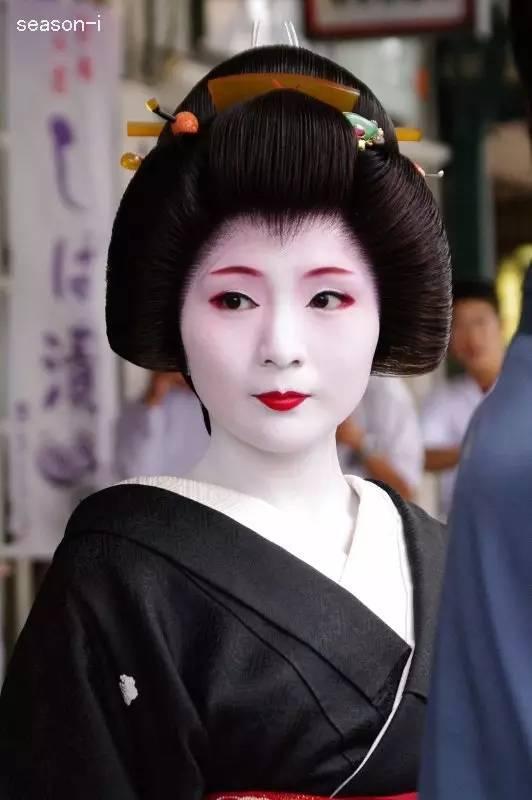 《解惑:在日本当艺妓是一种什么样的体验》