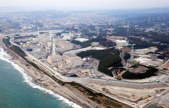 《日本浜冈核电站海啸防御工程防波壁填土完工》
