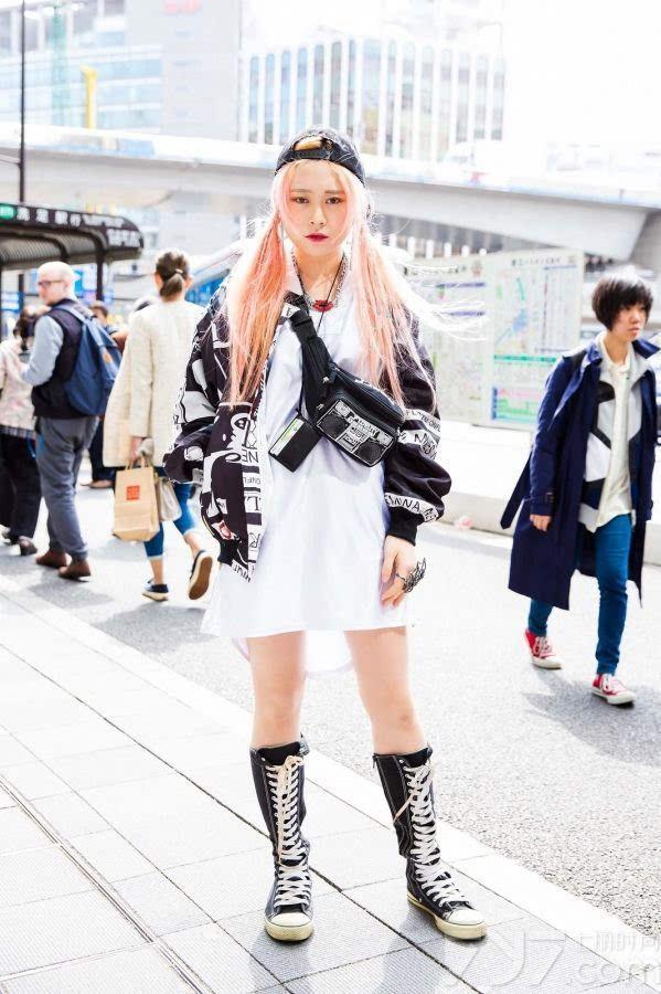 《2016日本东京春季街拍 缤纷色彩演绎时髦与叛逆》
