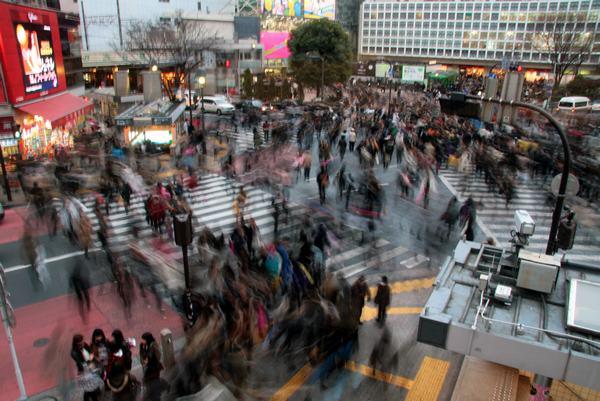 《来体验下世界第一拥挤的东京涩谷交叉口》