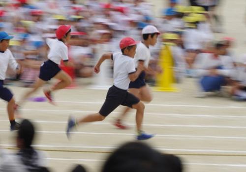 《日本超级育儿法花样多 竟让玩童变超人》