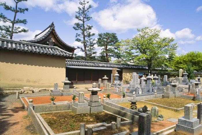 《日本丧葬形式日趋多元化》