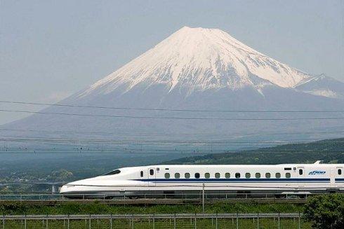 《忧人为纵火 日本多家铁路公司禁携可燃液体上车》