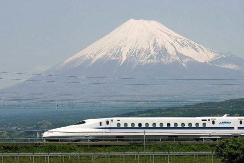 《日本多家铁路公司禁携可燃液体上车》