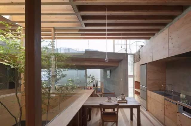《矮小的花园式法院-建筑师:UIDArchitects》
