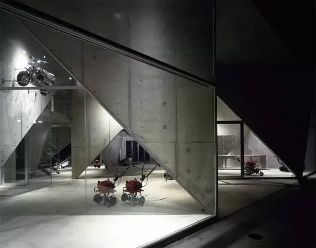 《小型农用设备展览室-建筑师:Akihisa Hirata》