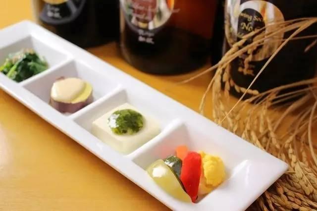 《探索日本的创意料理店》