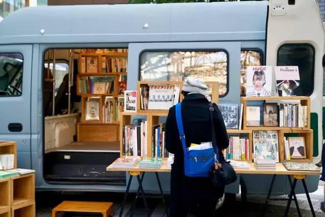 《开着心爱的面包车,将自己的书店开遍了日本1/3的地方》